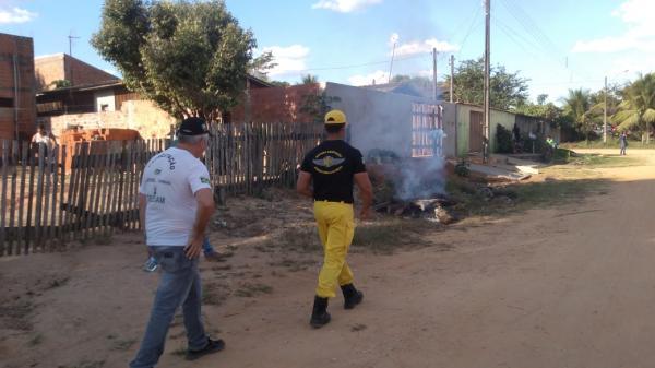 Comitê contra queimadas percorre bairros conscientizando a população