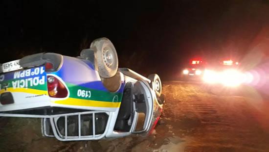 Rondônia: viatura da Polícia Militar capota durante perseguição e deixa policial ferido