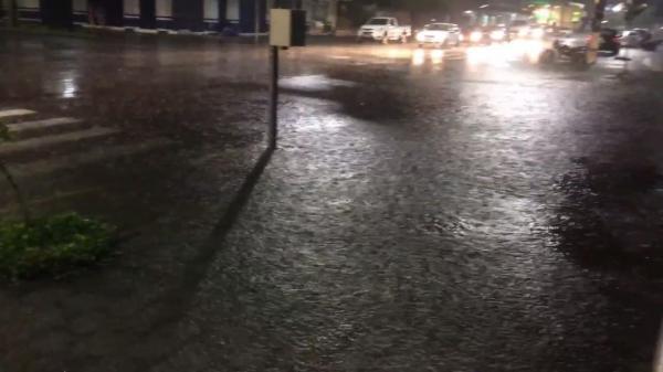 PREVISÃO DO TEMPO - Região central do Estado pode ter temporal com forte chuva alerta Sipam
