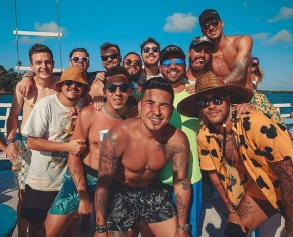 Neymar paga 'mesada' de quase R$ 50 mil para cada 'parça', diz jornal Espanhol