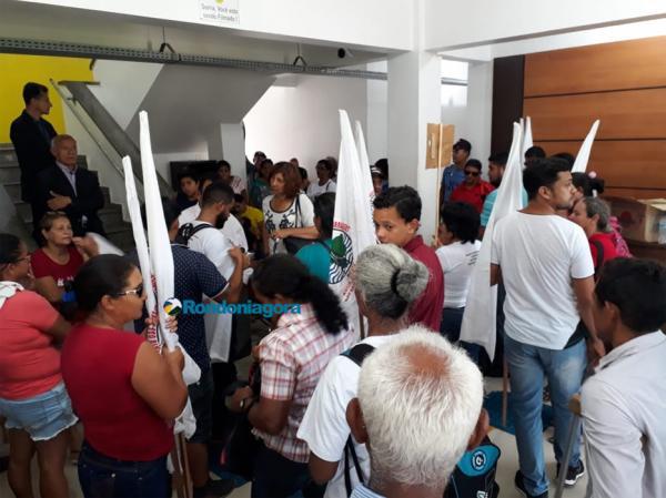 Ribeirinhos ocupam prefeitura e exigem acesso a plano de segurança das usinas do madeira