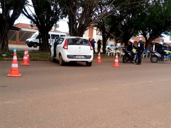 PARECE PIADA MAIS NÃO E - PM apreende viatura da Polícia Civil