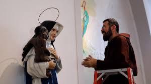 Estátua de Irmã Dulce ganha auréola após freira virar santa brasileira..