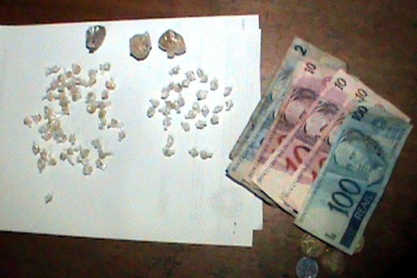 BOQUEIRO E PRESO COMERCIALIZANDO DROGAS NO PRIMAVERA