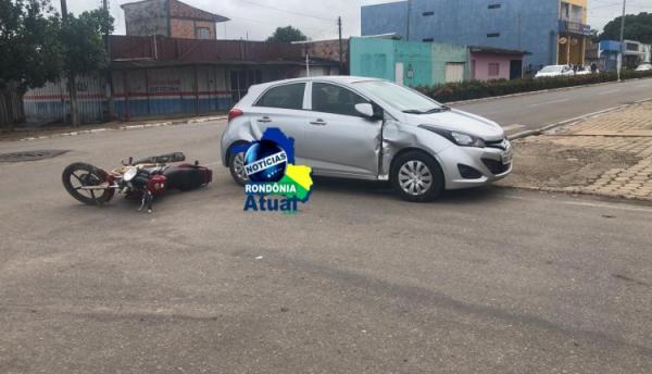 Motociclista fica ferido ao colidir contra carro na Av. Maringá