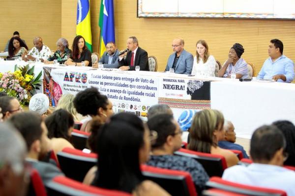 Em Sessão solene Lazinho da Fetagro entrega voto de louvor a personalidades que lutam pela igualdade racial