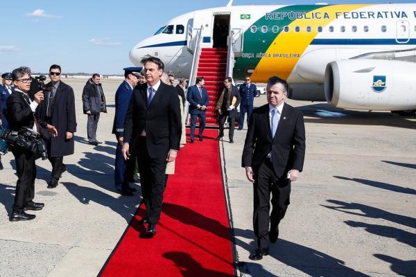 Bolsonaro chega aos EUA para visita oficial; primeira agenda é jantar com embaixador