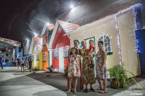 Famílias prestigiam a Vila Natalina em Ji-Paraná; veja fotos