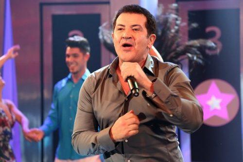 Cantor Beto Barbosa passa mal durante show