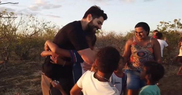 DJ Alok Faz A Diferença No Sertão Da Bahia Ajudando Pessoas Carentes