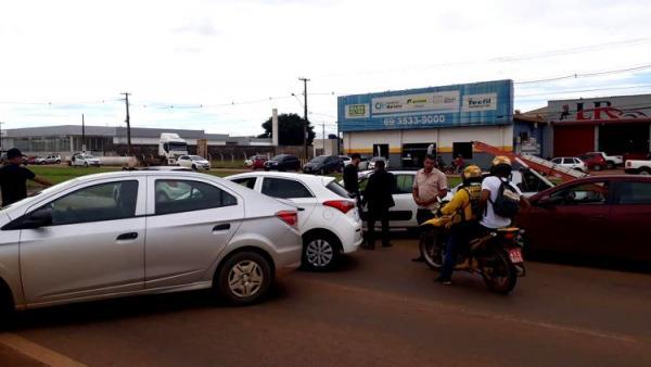 FECHADA: Motoristas bloqueiam BR-364 e cobram redução do ICMS