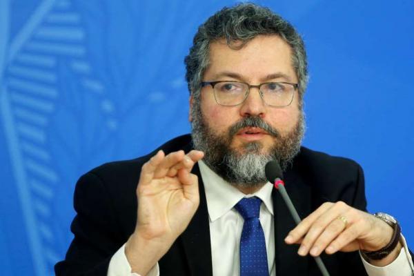 Brasil retira diplomatas e servidores da embaixada em Caracas