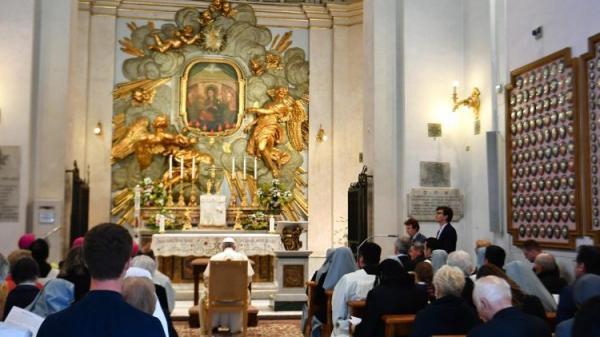 Coronav�rus, Francisco reza a Nossa Senhora do Divino Amor