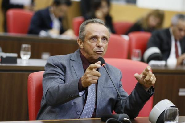 Lazinho da Fetagro quer proibição aos laticínios de ampliação do prazo para pagamento do leite aos produtores.