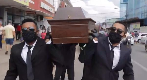 'meme do caixão' para alertar sobre avanço do coronavírus em Ji-Paraná, RO