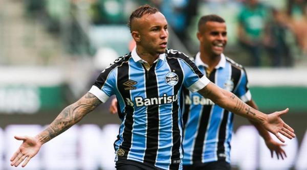 Grêmio autoriza Napoli a negociar com Everton Cebolinha e define preço para negociar