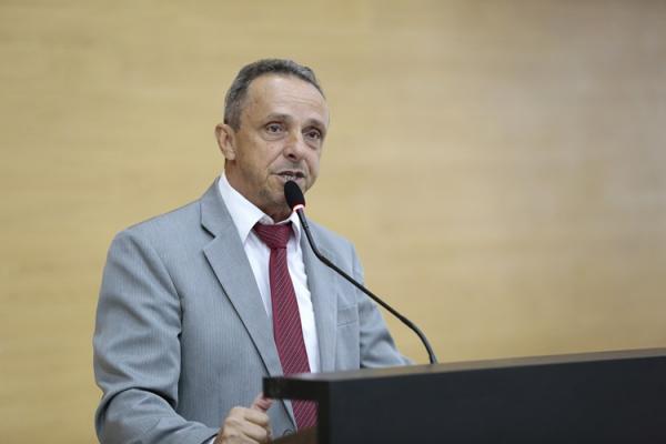 Deputado Lazinho da Fetagro propõe vale internet para professores