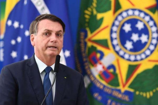 BOLSONARO DEFENDE ABERTURA DE SHOPPINGS E DIZ