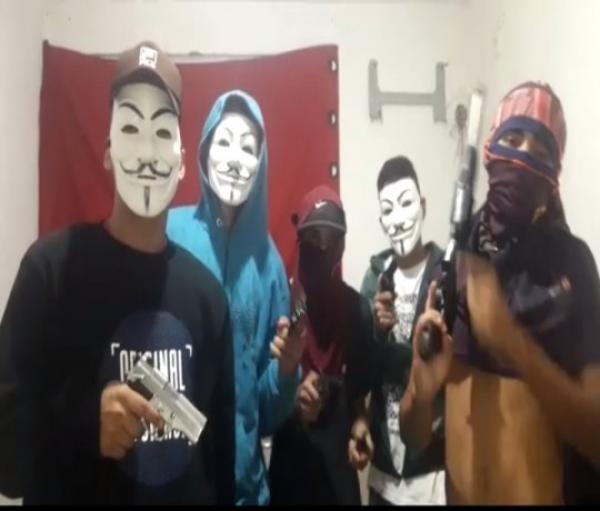VÍDEO - Criminosos divulgam vídeo armados declarando guerra contra rivais
