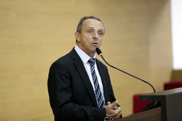 Deputado Lazinho da Fetagro defende piso salarial para técnicos em educação