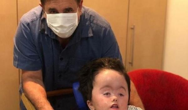 Ratinho publica foto de domingo ao lado do neto e se declara: 'Meu anjinho da guarda'
