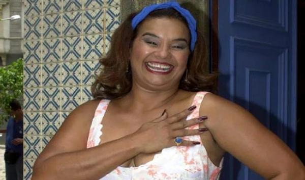 Infarto, problema cerebral e morando em abrigo: como vive atriz Solange Couto