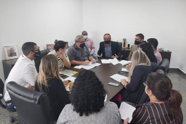 DEPUTADO LAZINHO PROP�E EMENDAS NA APROVA��O DA POLITICA DE REGULARIZA��O FUNDI�RIA DE RO