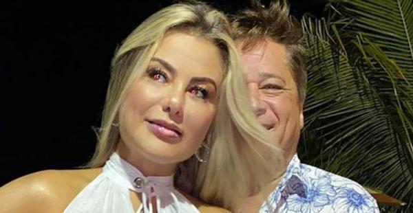 Esposa de Leonardo agarra o marido e elege vestido transparente para a virada do ano: ''Esperan�a de dias melhores''