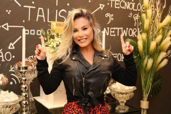 Esposa de Leonardo,  celebra um ano de empresa em Goiânia