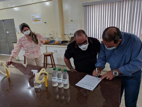 Município recebe mais de 1,4 mil frascos de álcool em gel doados pelo Ifro
