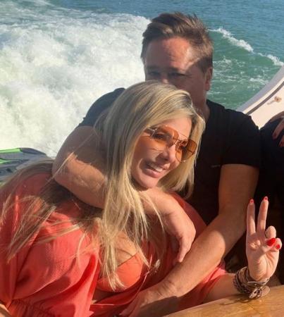 muito amor Leonardo leva  Poliana Rocha  passeio de barco.