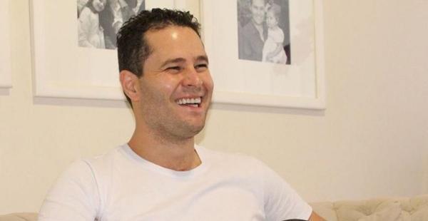 Pedro Leonardo encanta a web com clique da filha ao lado do avô, Leonardo: ''Amo demais''