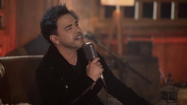 Zezé Di Camargo lança música e clipe de 'Vou ter que tomar uma', primeira canção do seu projeto solo