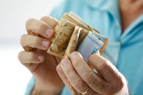 Governo prevê aumentar salário mínimo em R$ 69