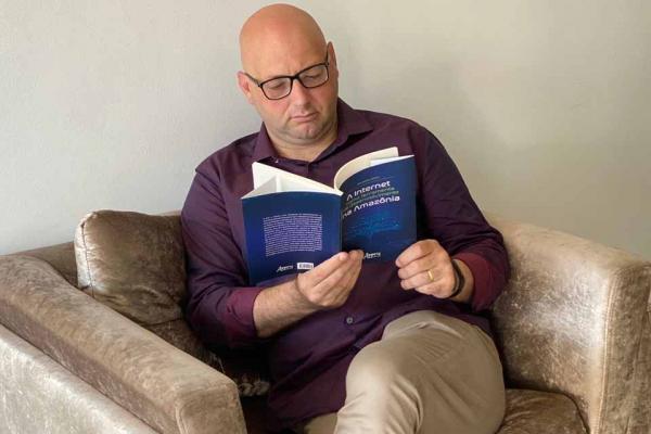 Pesquisador da Faculdade Católica, jornalista Alessandro Lubiana lança livro sobre Internet pela editora Appris