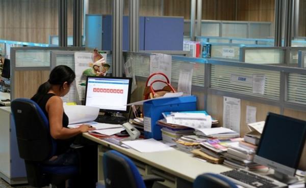 Sancionada lei que altera cargos e carreira de servidores Comissionados