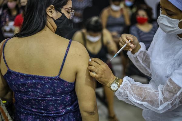 VACINAÇÃO CONTRA COVID SERÁ EM POSTOS DE SAÚDE