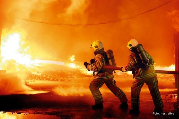 Lei de Rondônia que regulamenta profissão de bombeiro civil é inconstitucional