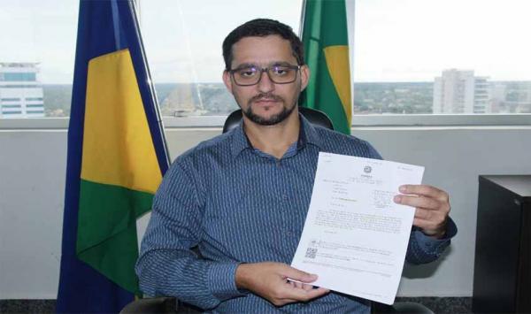 Vigilantes serão contratados de forma gradativa nas escolas estaduais, garante Seduc em resposta ao deputado Anderson Pereira