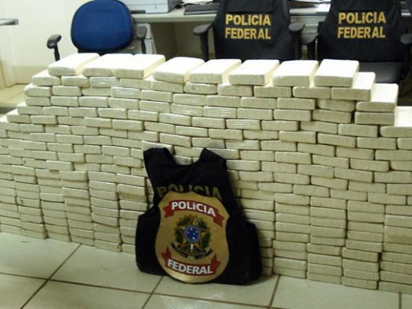 POLICIA FEDERAL PRENDE MEIA TONELADA DE DROGAS