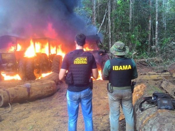 """Bolsonaro desautoriza operação do Ibama em Rondônia, """"não é pra queimar nada, maquinário, trator, seja o que for"""""""