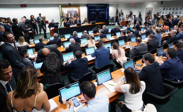 CENTRÃO E OPOSIÇÃO CONSEGUI REVERTER PAUTA DA CCJ E PREVIDÊNCIA SAI DE PAUTA