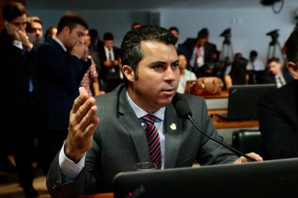 Senador Marcos Rogério critica altas taxas de juros cobradas pelos cartões de crédito