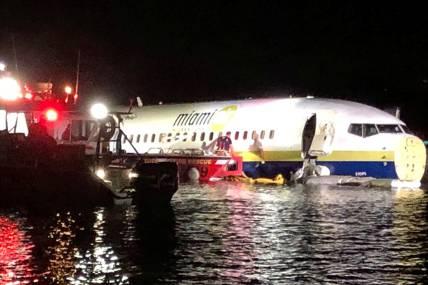 URGENTE - Avião com 136 passageiros cai em rio