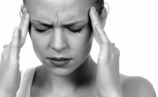 Enxaqueca não é dor de cabeça; entenda risco maior de AVC e infarto