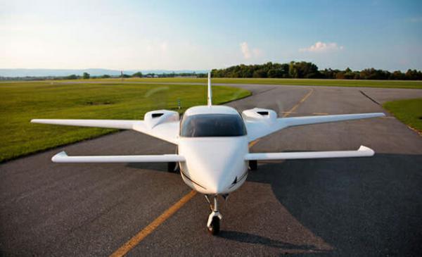 Empresa canadense cria avião feito e movido inteiramente por maconha