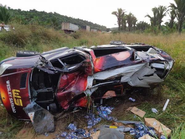Acidente com van do cantor Wesley Safadão deixa uma pessoa ferida e fãs preocupados