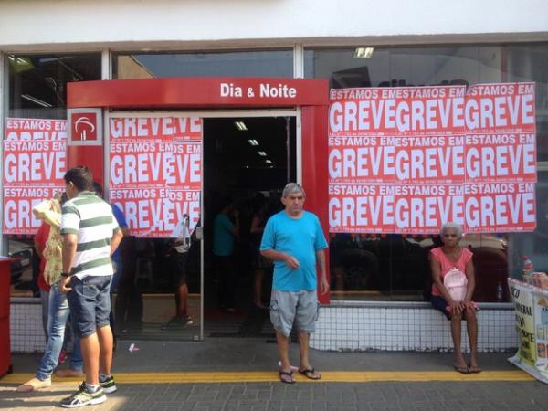 ATENÇÃO - BANCÁRIOS EM GREVE NESTA SEXTA (14)