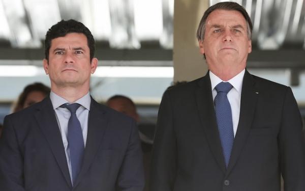 """Bolsonaro sobre Moro: 100% de confiança, """"só em pai e mãe"""""""