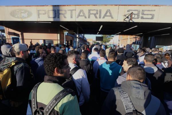 DESEMPREGO - Empresa decide fechar fabrica, impacto será de quase 30 mil demitidos